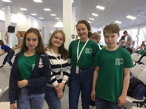 studenti-gymnazia-na-konferenci